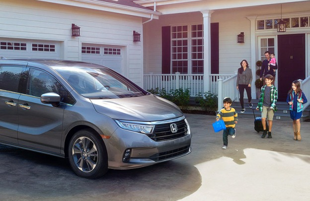 Family eagerly approaches a Honda Odyssey
