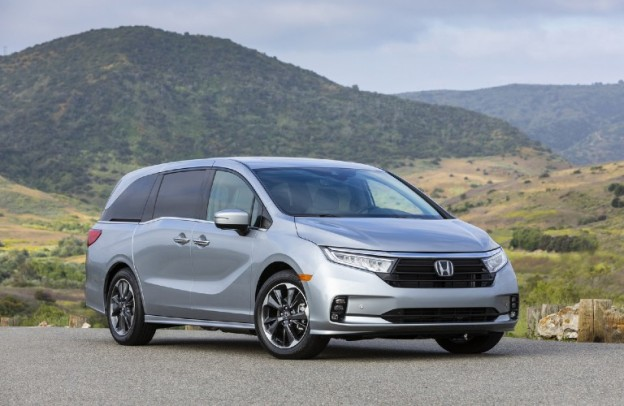 2022 Honda Odyssey by some mountains