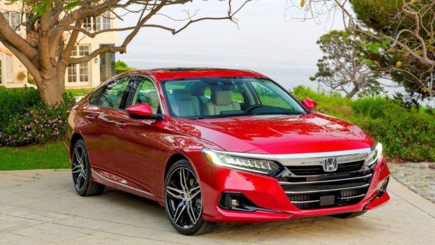 2021 Honda Accord front quarter view